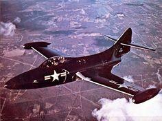 Aviones Caza y de Ataque: F- 9F Panther                     Armamento Cañones: 4× cañones automáticos M2 de 20 mm Bombas: 910 kg de bombas Cohetes: 6 cohetes de 127 mm