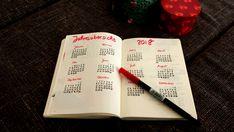 Das neue Jahr steht an! ♥ 2018 ♥ Da müssen natürlich auch die Seiten im Bujo zu gestaltet werden. Hier siehst du meine Bullet Jurnal Seiten zu 2018! Viel Spaß beim bulletjournaling! handlettering, Aufkleber, Übersicht Feiertage, happy new year, Jahresübersicht, Vorsätze, Ziele für das neue Jahr
