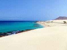Playa Alzada, noreste de Fuerteventura Se encuentra en el extremo sur del Parque Natural de Corralejo.  Foto de Home Canarias