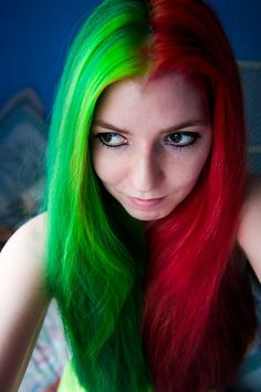 Lizzy Davis talks to us about her Christmas hair colour's past and present and shares how she created this amazing Christmas look. Click here to read more: https://www.rainbowhaircolour.com/5-minutes-lizzy-davis-talking-christmas-hair/ #ChristmasHair #redhair #greenhair