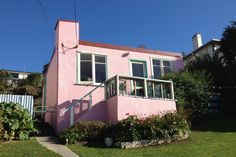 The Paintbox, cute 1950s character, wide sea views in Oamaru, Waitaki District | Bookabach