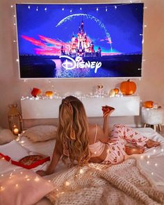 Movie Night Ideas Discover 8 things you have to do on this winter holidays Sleepover Room, Fun Sleepover Ideas, Sleepover Activities, Soirée Pyjama Party, Dream Dates, Cute Date Ideas, Jolie Photo, About Time Movie, Winter Holidays