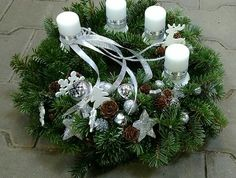Advent wreath silver and white – Advent Wreath İdeas. Christmas Advent Wreath, Christmas Candles, Christmas Crafts, Christmas Decorations, Xmas, Holiday Decor, Ikebana, Presents, Seasons
