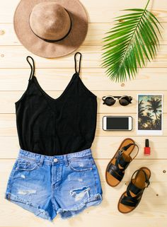 Gemütliches Sommeroutfit mit Jeans und Stoffschuhen