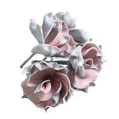 Magnolia foam bloemen, buitenzijde grijs, binnen zijde roze. Doorsnee 10 cm. Totale lengte 13 cm. Steel lengte 9 cm. meer decoratie kunstbloemen webshop www.decoratietakken.nl