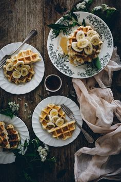 Gaufres liégeoises | Carnets Parisiens Crepes, Granola, Apple Butter, Food Photography Styling, Eat Dessert First, Recipe Of The Day, Pancakes, Good Food, Brunch