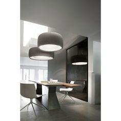 Nieuw bij Flinders: De naam Silenzio heeft de lamp te danken aan zijn hoge geluidsabsorptie, maar dit is niet het enige waarin de lamp zich onderscheidt van alle andere hanglampen. De Silenzio hanglamp 120 cm LED van Luceplan onderscheidt zich namelijk ook door het Kvadrat textiel dat aan de buitenkant van de #lamp te zien is. #verlichting #wonen #living #hanglamp #licht  #lampen #design