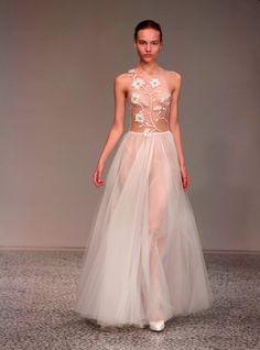 Pin for Later: Euer Überblick auf alle Trends der Berlin Fashion Week Kaviar Gauche Kaviar Gauche besinnte sich auf romantische Kleider mit zauberhaften Stickereien. Welche Braut fällt da nicht in Ohnmacht?