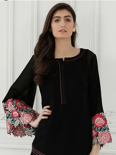 Salwar Designs, Kurta Designs Women, Blouse Designs, Kurti Sleeves Design, Sleeves Designs For Dresses, Pakistani Dresses Casual, Pakistani Dress Design, Indian Designer Outfits, Designer Dresses