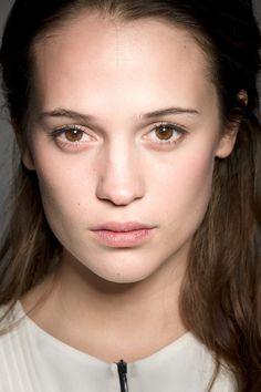 Alicia Vikander- perfect no-makeup look
