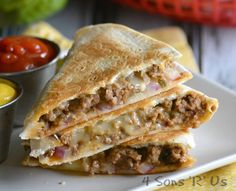 A juicy burger is sandwiched between layers of crisp golden tortillas. Cheeseburger Quesadillas are a delectable hybrid you're going to want again and again Cheeseburger Quesadilla, Cheeseburgers, Burger Toppings, Empanadas, Enchiladas, Beef Recipes, Cooking Recipes, Beef Meals, Skillet Recipes