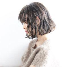 《bob》 ルーズなパーマスタイル 低音湿熱パーマでゆるっと✨ 光に当たると透けるシアージュがオススメ オーダー多く頂いてます^ ^ natural×ラフ×抜け感=《New natural》 Check→#inocolle_style 公式LINE→@xdz0865d vicca 'ekolu 03-6433-5754 東京都渋谷区神宮前6-13-4ブルーパンサー2F #vicca #hair #make #salon #tokyo #ekolu #girl #photo #shooting #nikon #instagramjapan #style #撮影 #作品撮り #パーマ #ボブ #髪型 #ヘアスタイル #モイストウェーブ #シアージュ #グレージュ #ブルージュ