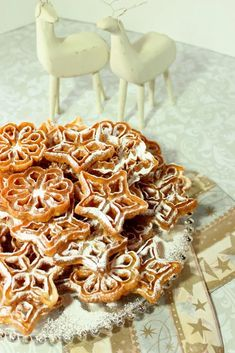 Fried Rosette Snowflake Cookies are light, crispy and utterly delicious! They will snow confectioners sugar down on your shirt with each delectable bite, but that's part of their charm! Italian Cookie Recipes, Holiday Cookie Recipes, Holiday Cookies, Holiday Treats, Holiday Foods, Christmas Recipes, Rosettes Cookie Recipe, Rosette Cookies, Snowflake Cookies