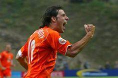 Holanda, la fuerza renovada  Ruud van Nistelrooy, experiencia y potencia goleadora para la Copa del Mundo Ruud Van Nistelrooy, Dennis Bergkamp, Thing 1, Style, Holland, Germany, Strength