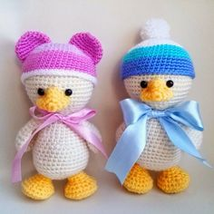 These little ducks love wearing various cute crochet hats. Make your own funny duckling using this free amigurumi pattern.