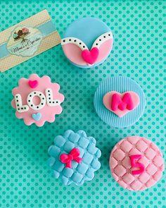 Cupcakes lol surprese#cupcakeslolsurprise#cupcakesmagiarte#lolsurprisecupcakes #cupcakeslol Funny Birthday Cakes, 6th Birthday Parties, Girl Birthday, Fondant Cake Tutorial, Fondant Cupcake Toppers, Cupcakes Decorados, Little Pony Cake, Doll Party, Lol Dolls