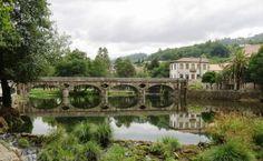 A localidade encontra-se na lista das 14 localidades mais procuradas da Região do Porto e Norte de Portugal. A vila de Arcos de Valdevez chama-se assim porque tem uma ponte de arcos sobre o vale do Rio Vez