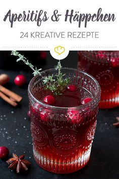 Sparkling aperitifs and tasty appetizers: the highlight of any party! Look forward to 24 delicious c Christmas Punch, Vegan Christmas, Black Christmas, Merry Christmas, Cranberry Juice Benefits, Yummy Drinks, Yummy Food, Cottage Christmas, Fall Drinks