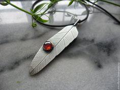 Купить подвеска серебро Перышко баньяна - бордовый, перышко, серебряная подвеска, подвеска серебряная