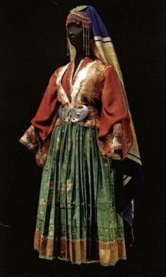Greek Wedding Dresses, Skiathos, Greeks, Historical Costume, Costume Dress, Fashion Vintage, Santa Fe, Folk Art, Islands