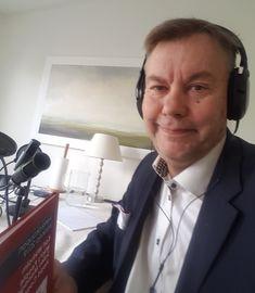 Tietokirjailija Kari Wikholm pääsi Sloucity podcastiin miettimään kaupan tulevaisuutta Amazon, Amazons, Riding Habit