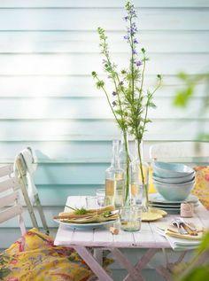 Maak je tuin of balkon klaar voor de lente. Met bloemen, potten, kussens en kekke tafelkleden haal je de lente naar buiten!
