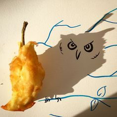 Creative Drawing Artist Turns Shadows Of Everyday Objects Into Fun Illustrations Pics) - Vincent Bal makes art with shadows, but as you can see, there's nothing dark about his playful doodles. Vincent Bal, Shadow Illustration, Ombres Portées, Funny Sketches, Shadow Art, Illustrations, Everyday Objects, Land Art, Art Plastique