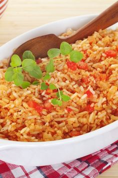 WW Freestyle Mexican Rice Side Dish Recipe with garlic, chicken broth, diced tomatoes, bell pepper, and onion. 5 Weight Watchers Points and 6 Smart Points Weight Watchers Sides, Weight Watcher Dinners, Weight Watchers Chicken, Skinny Recipes, Ww Recipes, Cooking Recipes, Healthy Recipes, Apple Recipes, Recipes Dinner