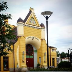 #finland #kuopiokauppahalli #kuopio Colorful Houses, Modern City, House Colors, The Locals, Building A House, Places To Go, Buildings, Traveling, Interiors