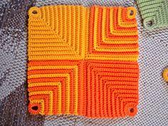 Topflappen Topflappen Schön dass du da bist ღ The post Topflappen appeared first on Tapeten ideen. Crochet Potholder Patterns, Crochet Squares Afghan, Crochet Dishcloths, Knitting Patterns, Crochet Bowl, Quick Crochet, Crochet Hot Pads, Crochet For Beginners Blanket, Yarn Bowl