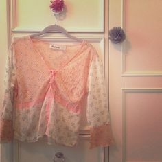 Bohemian Floral Top Material: 65% Viscose/35% Cotton. Color pattern: Peach/Off-White. Ties at the chest. Size: Small, true to size. Lightweight. Perfect for a Bohemian look! Tops
