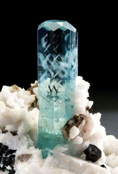 Splendid Beryl var. Aquamarine Braldu Valley, Pakistan Marc Countiss Collection. via: joebuddphotography.com