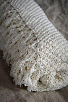 Úžitkový textil - Pletená deka so strapcami - 7646128_