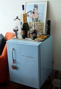 quarto de casal frigobar preto - Pesquisa Google