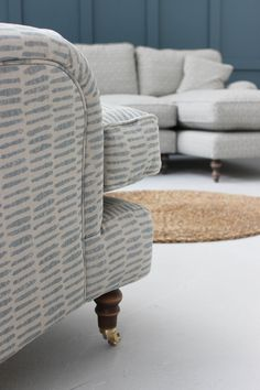 Are you looking for the perfect bespoke handmade British sofa but unsure which fabric to choose? Order up to 8 free fabric samples to get a feel for how the colours and textures will match with your home.  Will you choose velvet, linen or wool?  #sofasandstuff #interior #interiors #interiordesign #interiordesigns #interiordesigner #sofa #sofas #britishsofa #handmadesofa #bespokesofa #fabricsamples #fabricsample #linensofa #cottonsofa #velvetsofa #woolsofa #neutralsofa #fabric #fabrics Velvet Corner Sofa, Grey Corner Sofa, Chair Bed, Sofa Bed, Bespoke Sofas, Neutral Sofa, Free Fabric Samples, Traditional Sofa, Sofa Inspiration