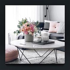 DECOR INSPIRATION ⚪️ MONOCHROME and pops of blush...perfect for a spring summer colour injection #styledbyjade #sbjstyle #beautifulspaces #monochrome #decor #interior #interiordesign #style