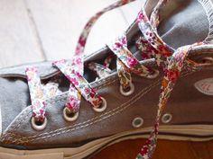 lacets-chaussures-avec-biais-fleuri.jpg (800×600)