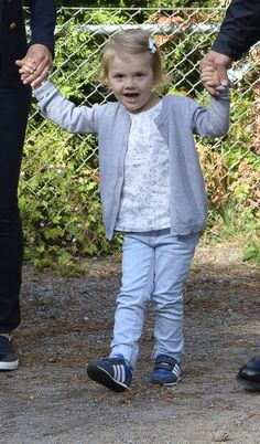 Sweden's Princess Estelle arrives together with her parents Crown Princess Victoria and Prince Daniel for her first day of pre-school at the Aeventyret (Adventure) pre-school in Danderyd, just outside of Stockholm on 25 August 2014