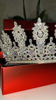 Queen Wedding Dress, Most Beautiful Wedding Dresses, Cheap Coach, Quince Ideas, Head Pieces, Wedding Jewelry Sets, Tiaras And Crowns, Crown Jewels, Sims Cc