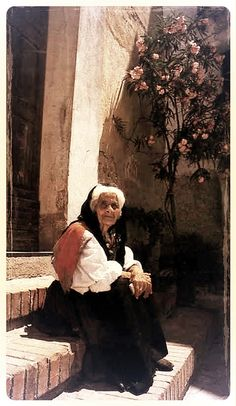 anziana in costume di oliena | Flickr - Photo Sharing!