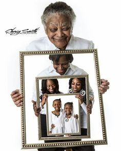 Saw this beautiful family picture and had to share Dream Photography, Photography Camera, Creative Photography, Family Photography, Mirror Photography, Photography Ideas, Family Posing, Family Portraits, 4 Generations Photo