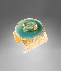 Another YSL jewel I long for. Metal Bracelets, Bangle Bracelets, Bangles, Brass Cuff, Small Sculptures, Agate Jewelry, Green Agate, Agate Stone, Jewelry Gifts