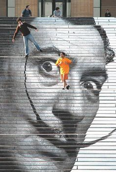 Salvador Dali on the front steps of the Philadelphia Museum of Art. Philadelphia Museum of Art 2005 3d Street Art, Street Art Graffiti, Salvador Dali, Land Art, Art Public, Kunst Online, Photo D Art, Philadelphia Museum Of Art, Wow Art