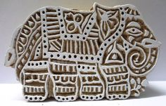 INDIAN WOODEN HAND CARVED TEXTILE PRINTING ON FABRIC BLOCK / STAMP ELEPHANT PATTERN.  NICE COLLECTIBLE ITEM.  LOOK AT THE PHOTOGRAPHS FOR DETAILS AND CONDITION.  SIZE:- 14 X 9 X 4 CMS  WEIGHT:- 212 GRAMS