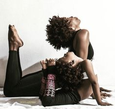27 Beautiful Snapshots of Black Motherhood (Black Girl with Long Hair) Handstand, Kemetic Yoga, Black Yoga, Black Power, Yoga Photography, Black Is Beautiful, Beautiful Yoga, How To Do Yoga, Yoga Poses