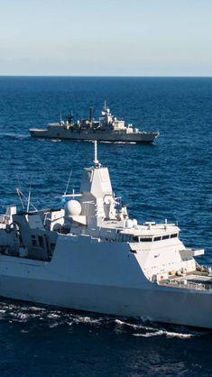 Oud S-fregat met een L-fregat