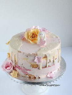 Ruusuja ja pikkukukkasia ristiäiskakussa // Marsispossu Drip Cakes, Vanilla Cake, Almond, Menu, Sugar, Baking, Party, Desserts, Food