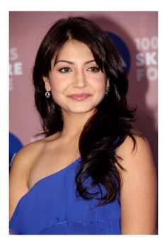 Celebrity Wavy Hairstyles: Here I am listing some of my favourite looks where these celebrities have carried the wavy hair look perfectly. Bollywood Photos, Bollywood Celebrities, Bollywood Actress, Anushka Sharma, Priyanka Chopra, Bridal Dresses Online, Hair Affair, Celebrity Hairstyles, Wavy Hairstyles