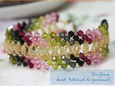 Schema MATERIALE: biconi 4 mm in diversi colori rocailles 11/0 filo ago Fonte: http://bead-tutorial.livejournal.com/