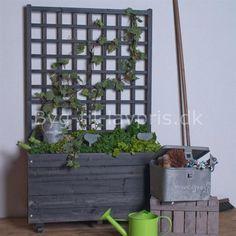 Blomsterkasse med espalier @ Byg-til. Ladder Decor, Outdoor Structures, Patio, Diy Ideas, Home Decor, Gardening, Decoration Home, Room Decor, Lawn And Garden